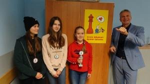 Sieger der Mädchenwertung (und insgesamt Platz 4) für Sarah (R6a), Platz 2 Nicole (R9b), Platz 3 Maike (R9c)